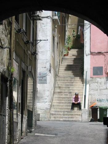 homem na escadaria